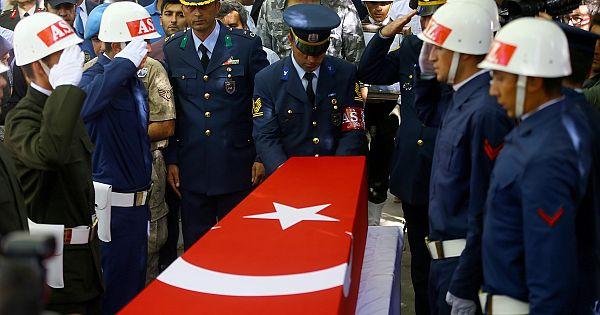 Konya halkı Topçu Teğmen Fikret Dinçer'i, son yolculuğuna dualarla uğurlandıı.
