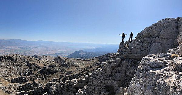 Küpe Dağı doğa tutkunlarını sekliyor