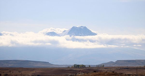 Hasan Dağı Sonbaharda görenleri büyülüyor