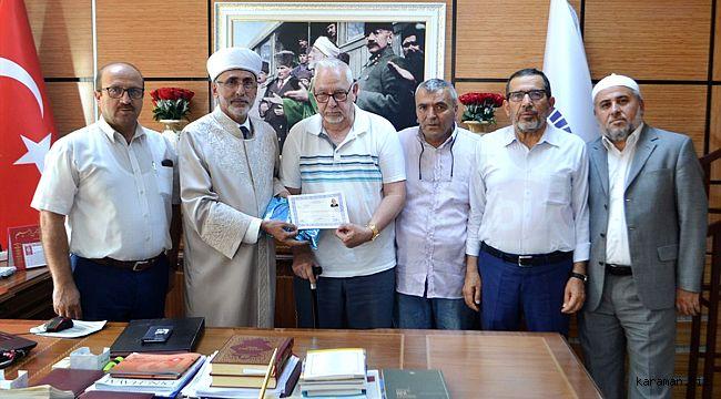 82 yaşında İslamiyeti seçti