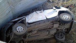 Günün en acı haberi: Otomobil menfeze çarptı, 2'si çocuk 5 ölü