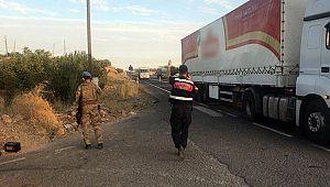 Askerleri taşıyan minibüs ile tır çarpıştı: 15 asker yaralı