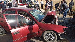 Çok feci olay: 2 otomobil çarpıştı, 2 ölü 3 yaralı