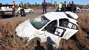 Otomobil devrildi: 3 ölü 2 yaralı