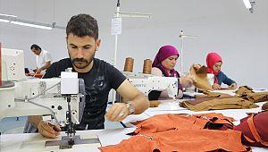 Göktepe'de tekstil atölyesine dönüştürülen garaj işsizlere umut oldu