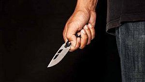 Hain evlat annesini sırtından bıçakladı