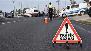İşçileri taşıyan minibüs ile otomobil çarpıştı: 8 yaralı
