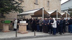 Viyana'da eşi tarafından öldürülen kadın ve 2 çocuğunun cenazeleri gözyaşları arasında toprağa verildiler