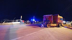 Bursasporlu taraftarları taşıyan otobüs Ereğlide kaza yaptı, 15 yaralı