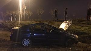 Cezaevi kavşağındaki kazada sürücü otomobilden zorlukla çıkarıldı