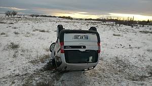 Kulu'da buzlu yolda takla atan araçtaki 3 kişi yaralandı