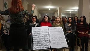 Bu koro Karaman'da. Karaman'ı Türk sanat müziğine doyuracaklar
