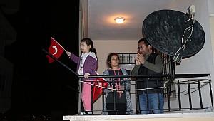 Karaman halkı sağlık çalışanlarına alkışlarla destek verdi