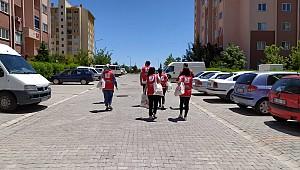 Karaman'da bayramda 2 bin aileyi ziyaret edip 8 bin maske dağıttılar