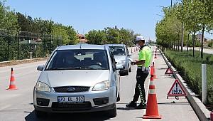 Karaman'da bayramın ikinci günü Polis ve Jandarma ekipleri Kovid-19 denetimlerini sürdürüyor