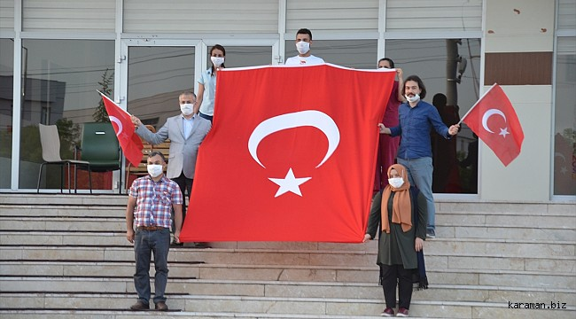 Karaman'da yurtta karantinada olan vatandaşlar hep birlikte İstiklal Marşı okudu