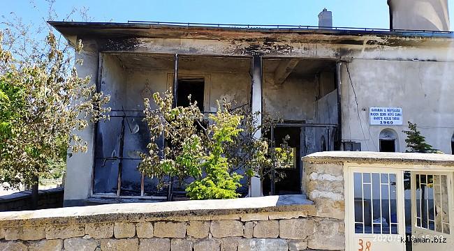 Madenşehri köyü yanan camileri için destek bekliyor