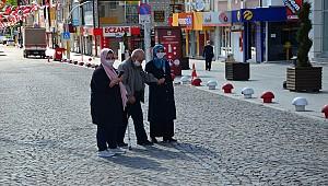 Yarın yaşlılarımız sokağa çıkacak, onlara saygı için bizler evimizde kalalım