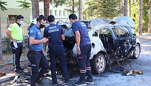 Beyşehir'de film gibi olay. Sürücü otomobilin kontağını çevirince araç alev topuna döndü.