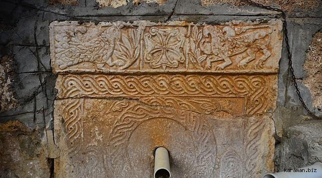 Göcer köyündeki tarihi çeşme motifleriyle ilgi çekiyor