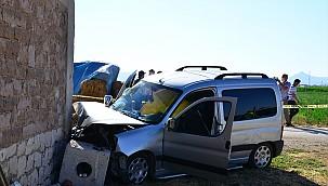 Konya'da evin duvarına çarpan araçtaki 1 kişi öldü, 2 kişi yaralandı