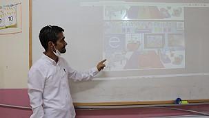 Karaman'lı Mehmet Öğretmene alkışlar. Karaman'dan başlattı, tüm ülkeye yayıldı