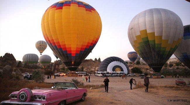 Sıcak hava balonları Kapadokya'ya renk katıyor