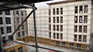 Beypazarı Belediye Başkanı Kaplan, yapımı süren yeni belediye binasını inceledi