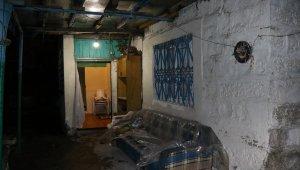 Kayseri'de hırsızlık için eve giren iki zanlı suçüstü yakalandı
