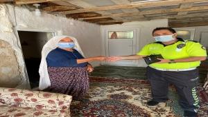 Mihalgazi ilçesinde emekli maaşını kaydeden kadının imdadına polis yetişti
