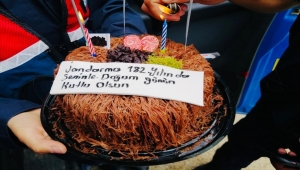 182'nci yaşını kutlayan Jandarmadan Kırıkkale'de çocuklara doğum günü sürprizi