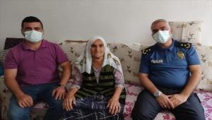 Gece yarısı polislere ikram edilen dut sayesinde hasta kadın kurtarıldı