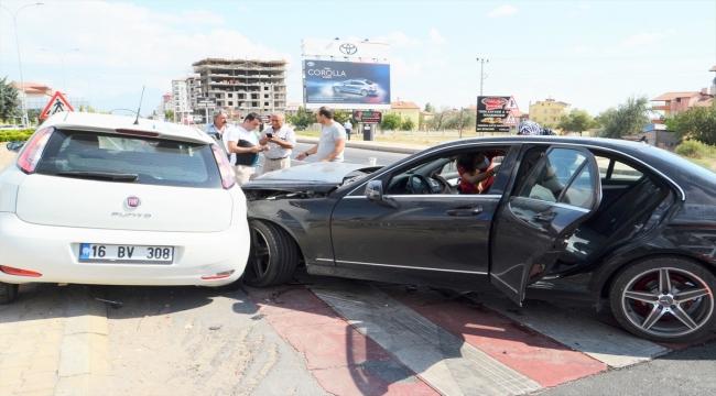 Aksaray'da iki otomobil çarpıştı: 6 yaralı
