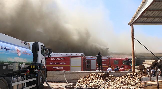 Keresteciler sitesinde yangın. Yangının diğer depolara sıçraması engellenmeye çalışılıyor