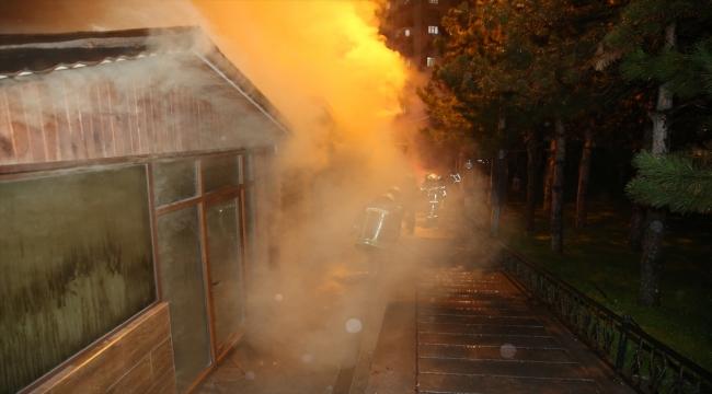 Kayseri'de yan yana 3 dükkan yandı