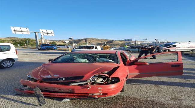Kırıkkale'de iki otomobilin çarpıştığı kazada 7 kişi yaralandı